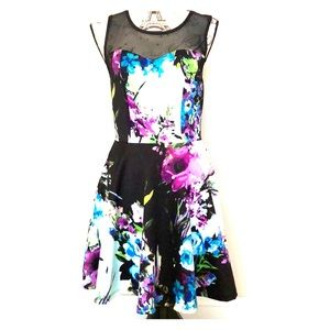 Dresses & Skirts - New! Floral fit n flare dress